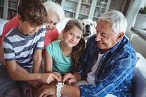 Pokud máte konflikt s rodičem vnoučat, snažte se ho urovnat. Nevyřešené bolesti znesnadňují roli milujícího prarodiče, který hraje vedoucí roli při modelování pozitivních a mírumilovných návyků, jako je laskavost a odpuštění.