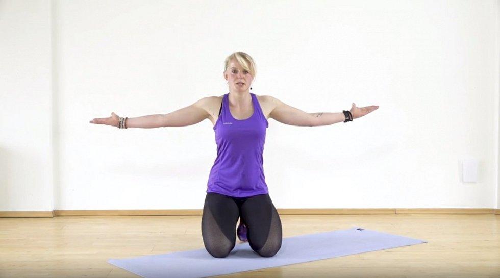 Trenérka Alena Vídeňská vás provede sestavou cviků, které vás zbaví povislých paží a bolestivých ramen.