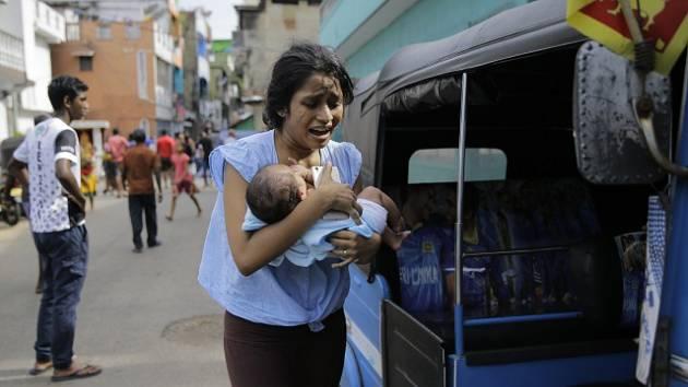 Srí Lankou v neděli otřásla série výbuchů