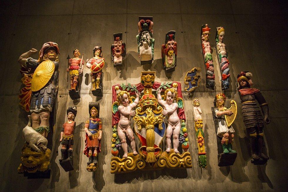 Vasa. Na lodi bylo na sedm set soch. Mezi nimi byly i nejrůznější bohové. Lodi však ke zdárné plavbě nepomohli.