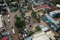 Záplavy a sesuvy půdy na Filipínách mají desítky obětí