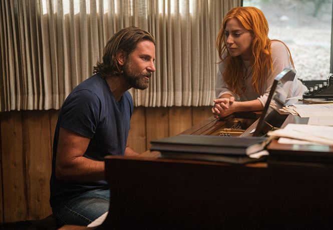 Lady Gaga a Bradley Cooper ve filmu Zrodila se hvězda