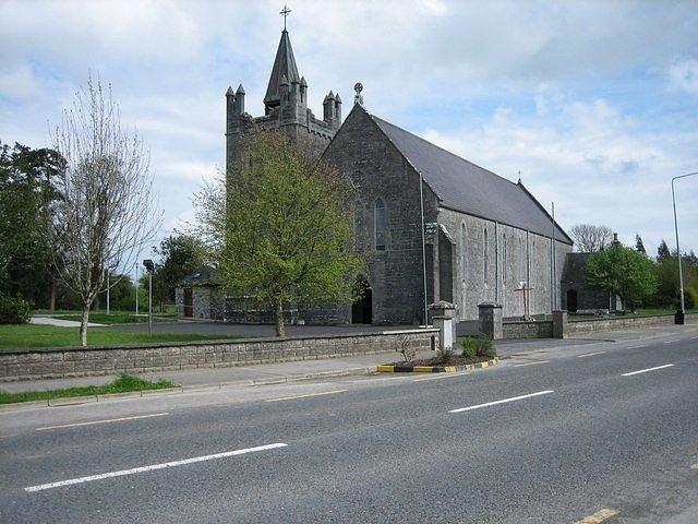 Katolický kostel je také jednou z mála staveb, která může v obci svědčit o minulosti