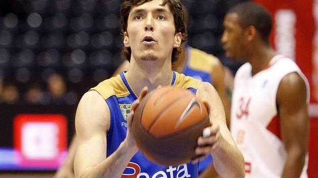 Basketbalista Estudiantes Jiří Welsch.