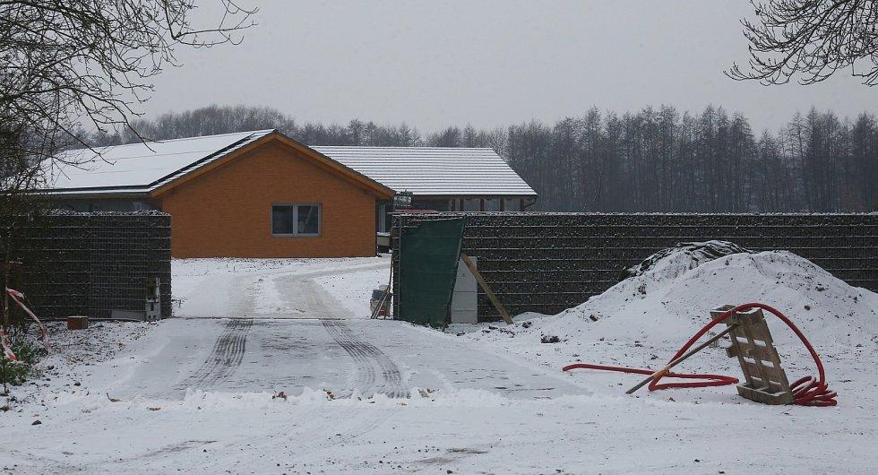Podnikatel Šára dokončuje dům stavěný bez stavebního povolení
