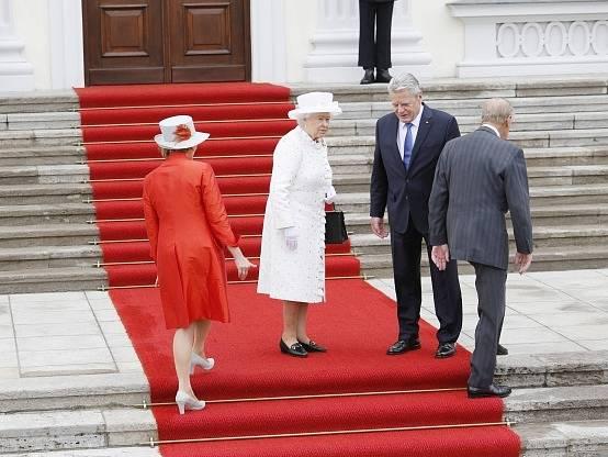 Královna Alžběta II. s princem Philipem navštívili německého prezidenta Gaucka.