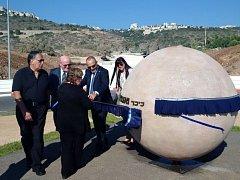 Náměstí v izraelské Haifě nese od 29. června jméno Václava Havla. Slavnostního pojmenování prostranství v nově budované čtvrti přístavního města se zúčastnil i český ministr kultury Daniel Herman (druhý zleva).