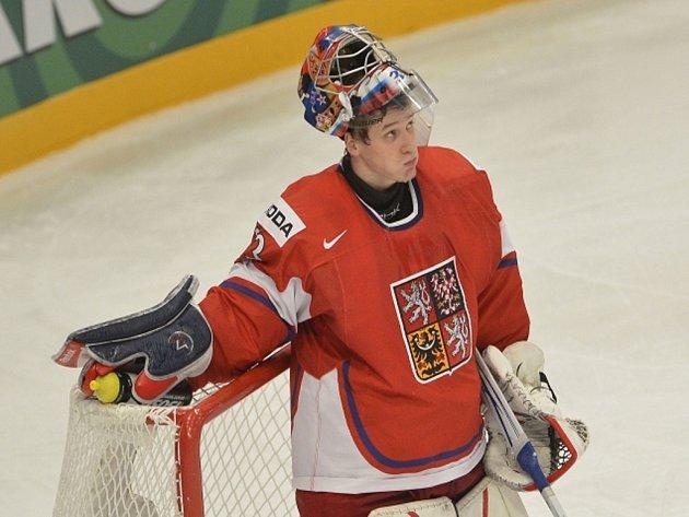 Brankář české reprezentace Jakub Štěpánek na mistrovství světa proti Švédsku.