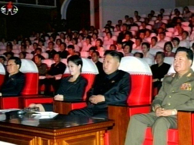 Televizní záběry z koncertu pro severokorejského vůdce Kim Čong-una, při kterém vystoupily postavičky z dílny Walta Disneyho.