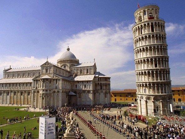 Šikmá věž v italské Pise.