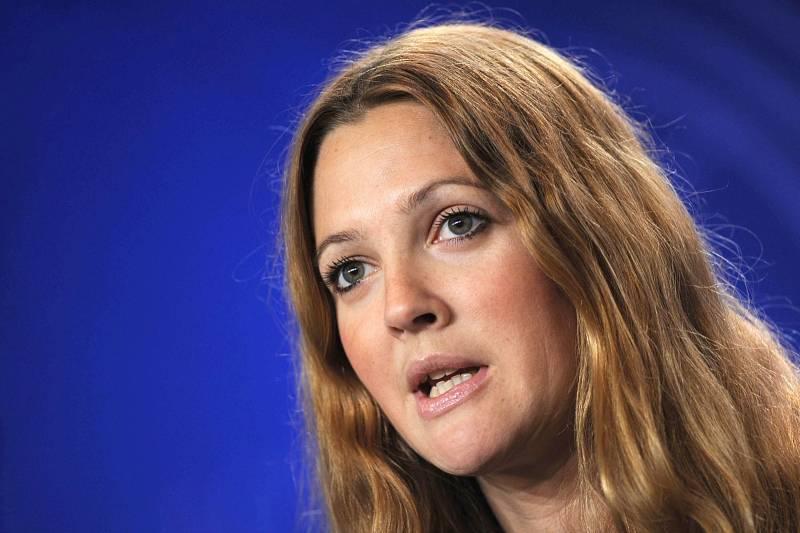 Drew Barrymore dokázala překonat prokletí dětských hereckých hvězd i nešťastné dospívání.