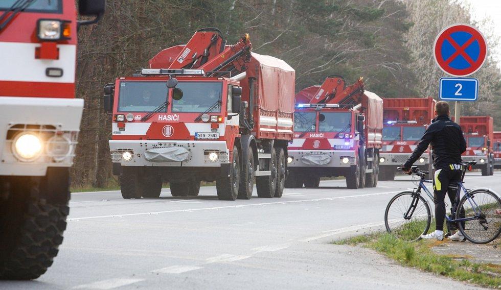 Sklad pro celou republiku. V jarních měsících se na Opočínek u Pardubic upínaly zraky ze všech koutů České republiky. Právě tady se totiž nacházel mezisklad, z něhož byly distribuovány nedostatkové ochranné pomůcky.
