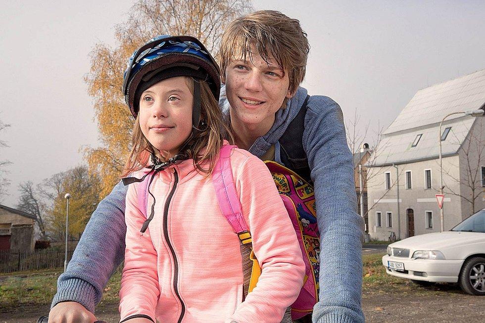 Další spoluprací manželské dvojice je film Uzly a pomeranče (2019). Sourozence v něm hrají Hana Bartoňová a Tomáš Dalecký.