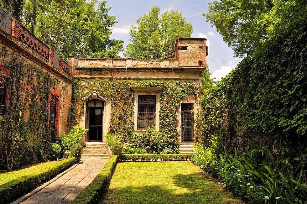 Dům Lva Davidoviče Trockého v Mexiku, kde čelil v květnu 1940 pokusu o atentát a v srpnu téhož roku v něm byl zavražděn
