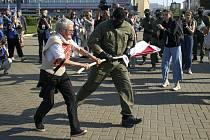 Zásah běloruské policie na protestní akci žen v Minsku, 26. září 2020