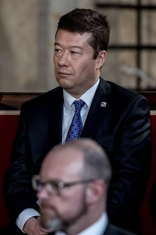 Inaugurace prezidenta Miloše Zemana pro jeho druhé funkční období probíhala 8. března ve Vladislavském sále Pražského hradu. Tomio Okamura