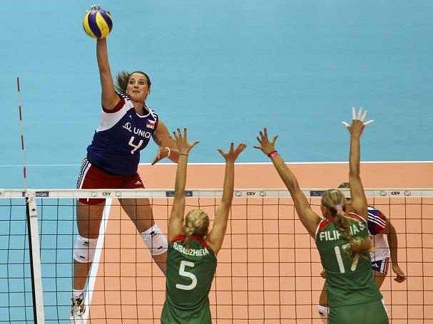 Česká hráčka Aneta Havlíčková (vlevo) a Bulharky Dobriana Rabadžievová (uprostřed) a Strašimira Filipovová.