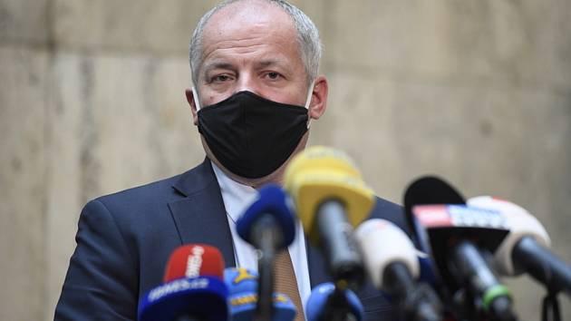 Ministr zdravotnictví Roman Prymula (za ANO).