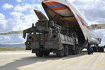Rusko pokračuje v dodávkách dalších částí protiraketové obrany S-400 do Turecka, do země dnes dorazil čtvrtý letoun s komponenty tohoto systému