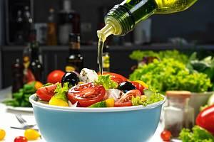 Rostlinné oleje a živočišné tuky jsou nedílnou součástí našeho jídelníčku