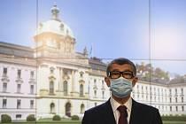 Andrej Babiš v roušce