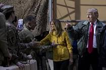 Donald Trump s manželkou Melanií navštívili vojáky v Iráku.
