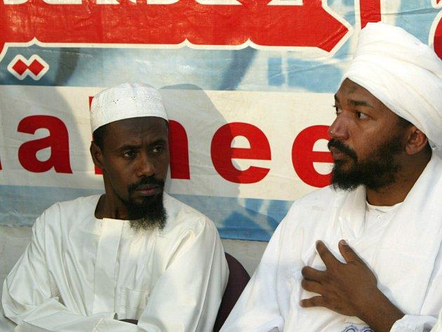 Dva Súdánce (na obrázku), kteří byli propuštěni z věznice v Guantánamu, následoval v pondělí saúdský Arab al-Kahtání.