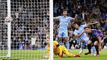 Fotbalisté Manchesteru City střílí gól.