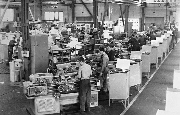 Pohled do výrobní haly Stavostroje – konec 50.let.