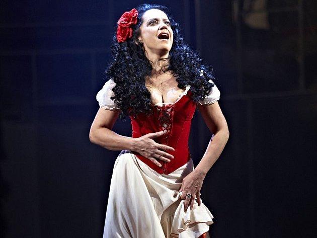 Carmen, v hlavní roli s Lucií Bílou, natočil v 3D podle libreta Normana Allena a hudby Franka Wildhorna na motivy známé Bizetovy opery režisér František A. Brabec.