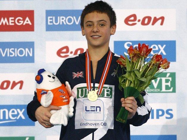 Třináctiletý Brit Tom Daley vybojoval zlatou medaili ve skocích z desetimetrové věže.