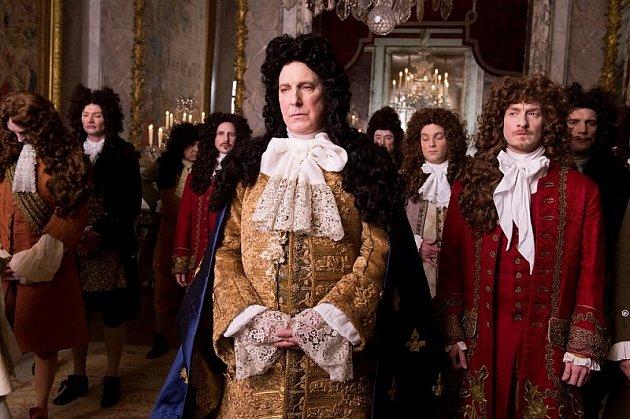 Ve filmu Králova zahradnice, který představil vPraze, hraje krále Ludvíka XIV.