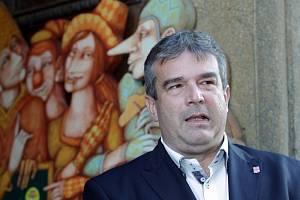 Volby 2013, sčítání hlasů – Strana Práv Občanů ZEMANOVCI. Na snímku Zdeněk Štengl.