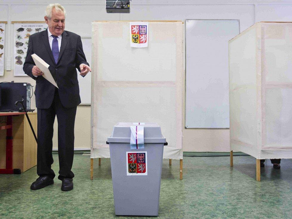 Prezident Miloš Zeman odvolil v ZŠ Brdičkova na pražských Lužinách.