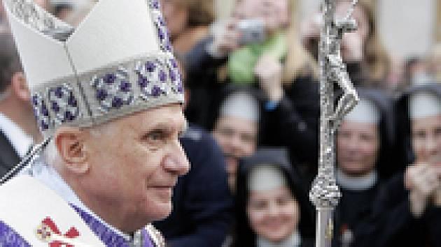 """Papež """"zakládá"""" cestovní kancelář."""