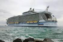 3. Allure of the Seas - délka 360 metrů, hrubá tonáž 225 282 GT