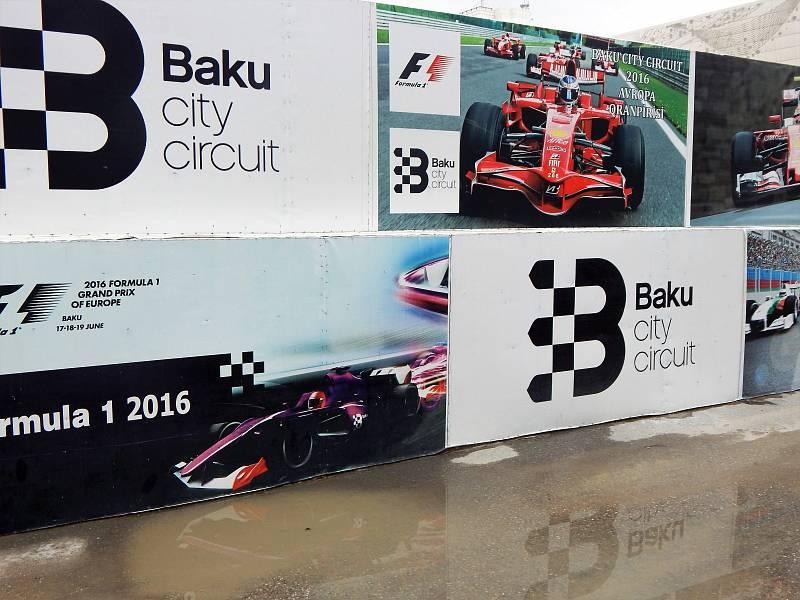 Také se tady koná závod formule 1. Poprvé se tu jelo v roce 2016, paradoxně se jménem Velká cena Evropy. Letos se tu v červnu objevila klasicky Velká cena Ázerbájdžánu a triumfoval Sergio Pérez.