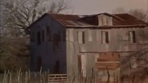 Městečko Elmendorf ve vyprahlém Texasu působí dodnes tísnivým dojmem