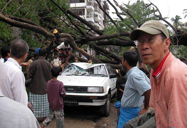 Cyklón Nargis těžce poničil chudobou už tak sužovanou Barmu.