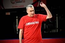 Čeští basketbalisté už trénovali v Kanadě (kouč Ronen Ginzburg).