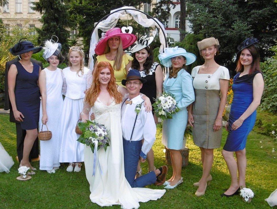 """Přehlídka klobouků na téma """"Svatba"""""""