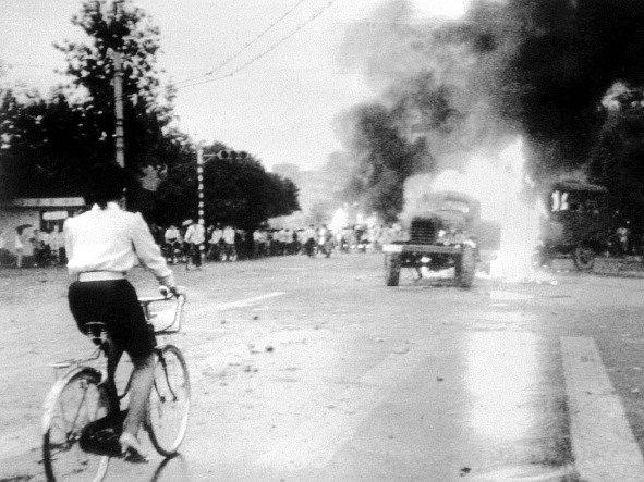 4. června 1989. Čínská vláda nasadila proti stávkujícím studentům ozbrojené síly, které násilně vyklidily náměstí Tchien-an-men.