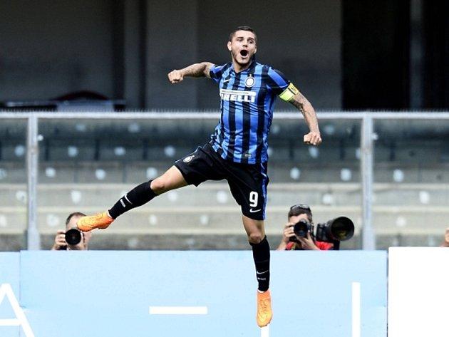 Mauro Icardi z Interu Milán se raduje z gólu proti Chievu.
