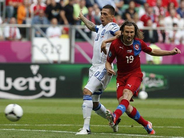 Petr Jiráček (vpravo) střílí gól proti Řecku na mistrovství Evropy.