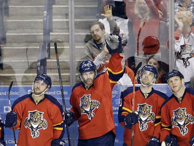 Jaromír Jágr (druhý zleva) vstřelil v NHL 742 gólů a překonal legendárního Bretta Hulla.