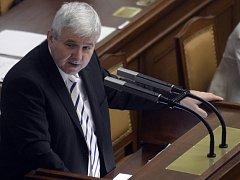 Premiér v demisi Jiří Rusnok ve Sněmovně.
