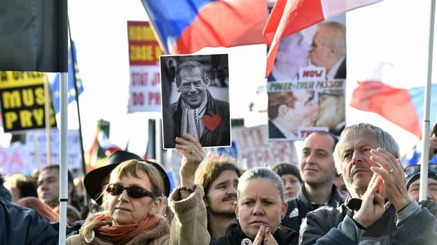 Demonstrace navazující na protesty za odstoupení premiéra Andreje Babiše (ANO) a za nezávislou justici, které v dubnu, květnu a červnu organizoval spolek Milion chvilek, se konala 16. listopadu 2019 v Praze na Letné