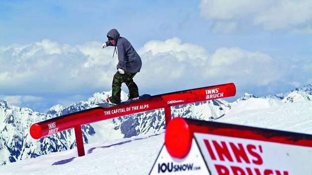 9 lyžařských oblastí, včetně lyžování na ledovci, obklopuje jako magický prstenec hlavní město Alp, Innsbruck.