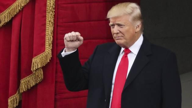 Donald Trump přichází.