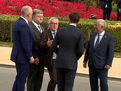Vrávorající Jean-Claude Juncker na summitu NATO